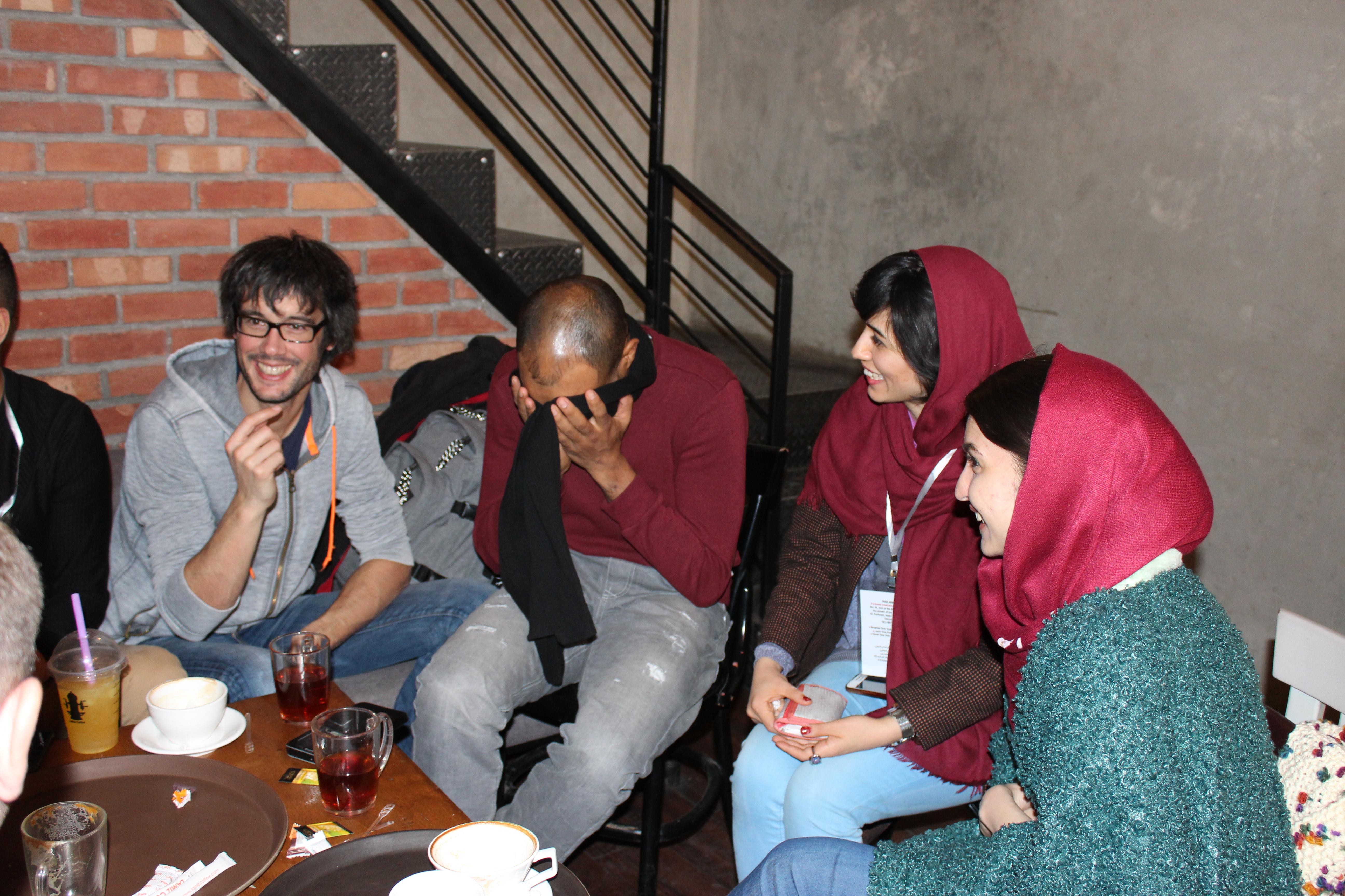 dans un café branché de Teheran